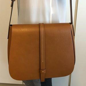 Gap crossbody bag in saddle color